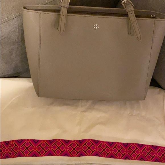 Tory Burch Handbags - Tory Burch tote with dust bag